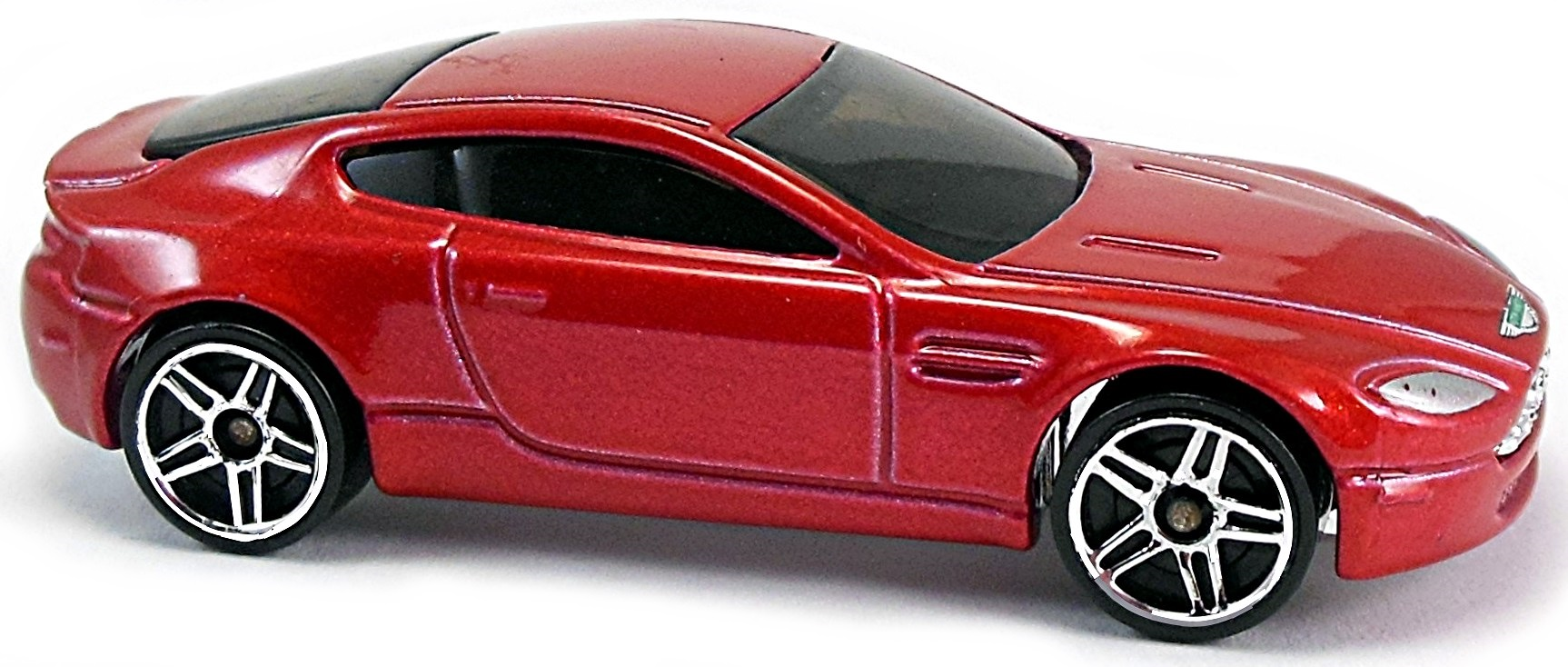 Aston Martin V8 Vantage - 70mm - 2005 | Hot Wheels Newsletter on black aston martin logo, aston martin gucci logo, aston martin car logo, aston martin dbs logo,