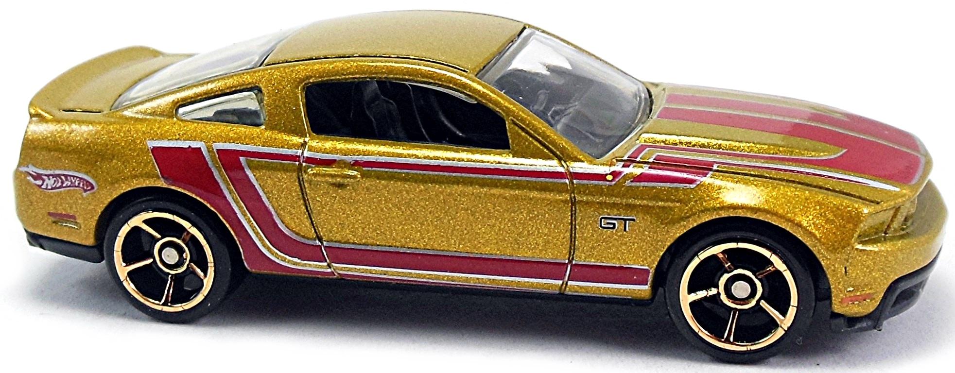 HW Garage #069 (2010) 1 – 2 h. black, black base, yellow int., tinted  windows, yellow stripes on top and sides, pr5bkyw-rim Mal. HW Garage #069 ( 2010) 1 – 2