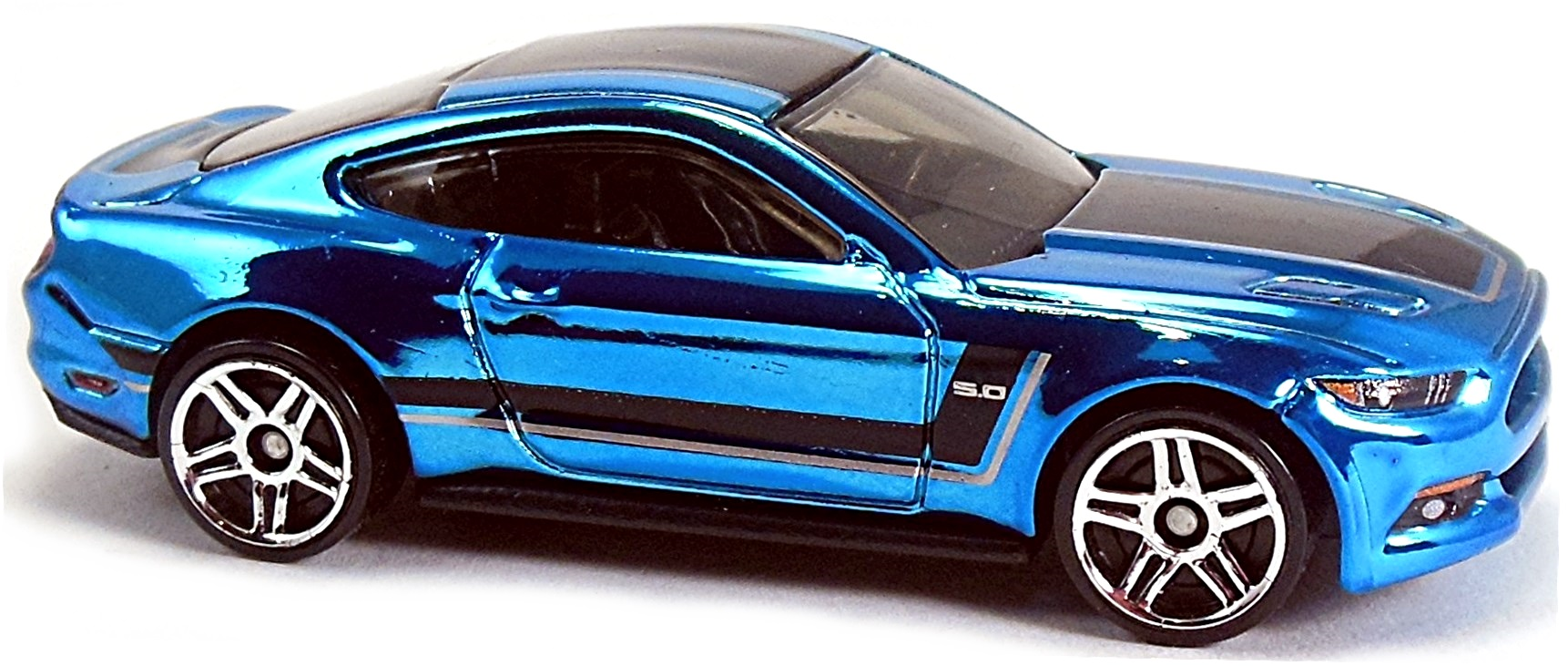 D chrome blue black base and int clear windows black and silver stripes on top and sides pr5 mal 2015 toy fair 2015 30 60