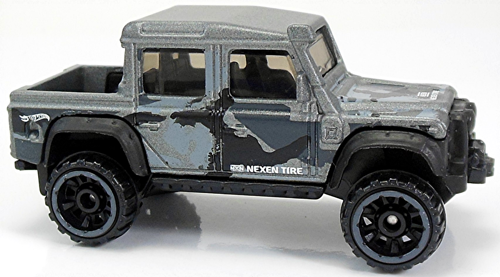 15 land rover defender double cab - 67mm - 2018 | hot wheels newsletter